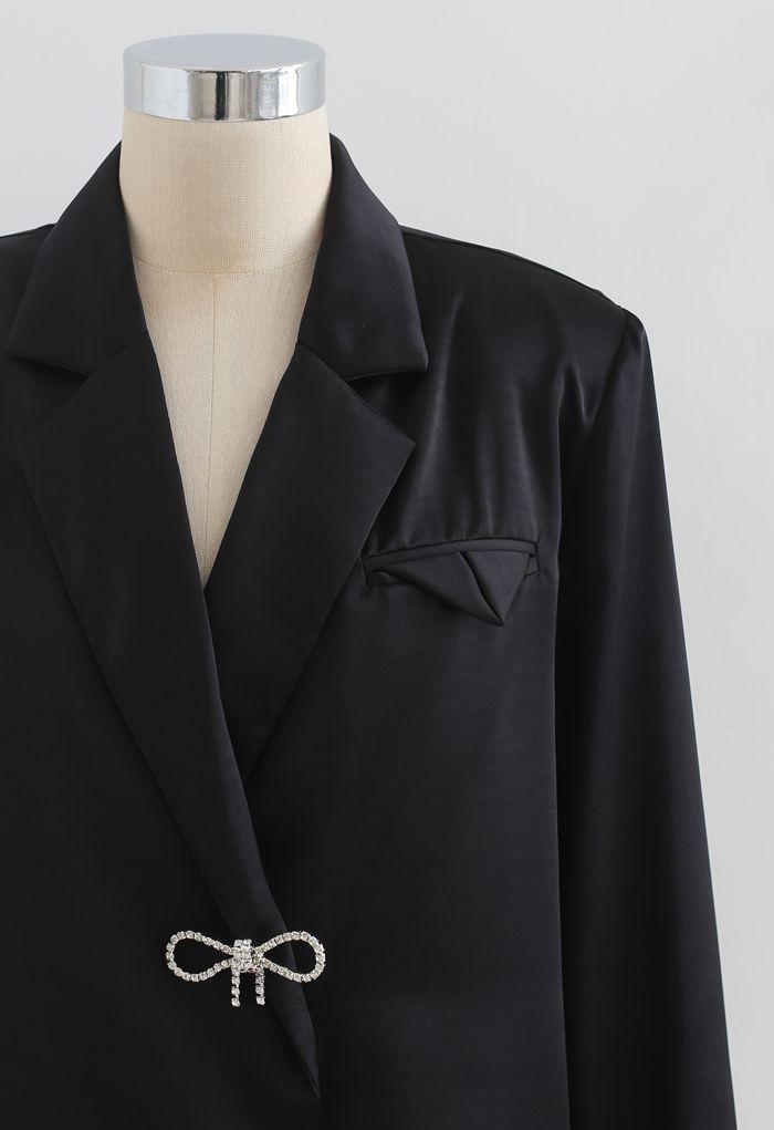 ビジューブローチ肩パッド入りサテンシャツ ブラック
