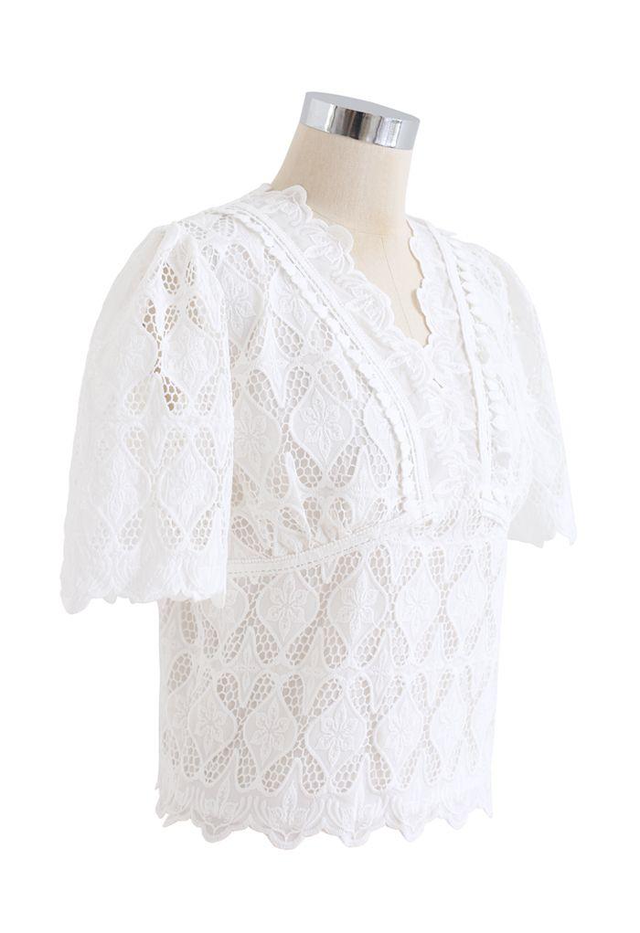 スカラップVネック刺繍トップス ホワイト