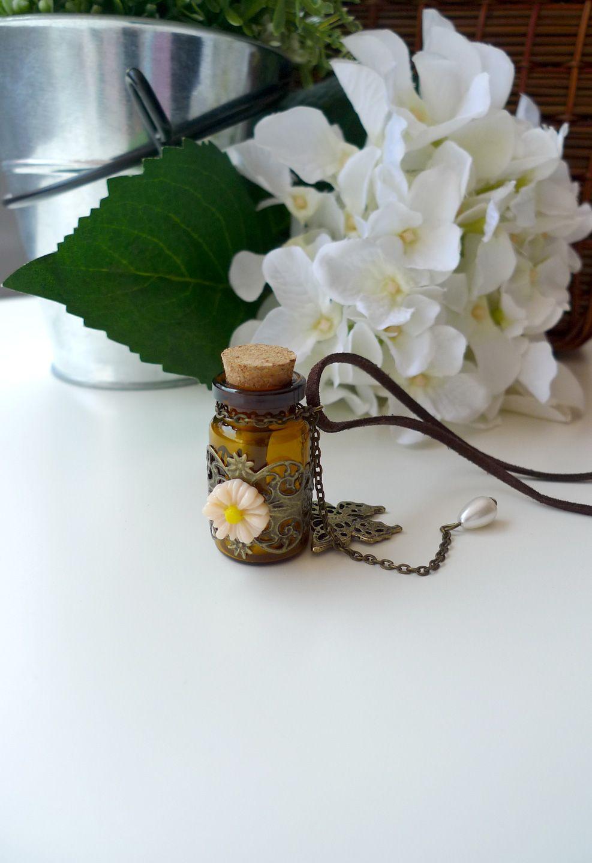雛菊と蝶付き願いボトルペンダントネックレス